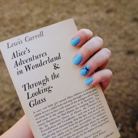 Simple Alice in Wonderland Nail Art